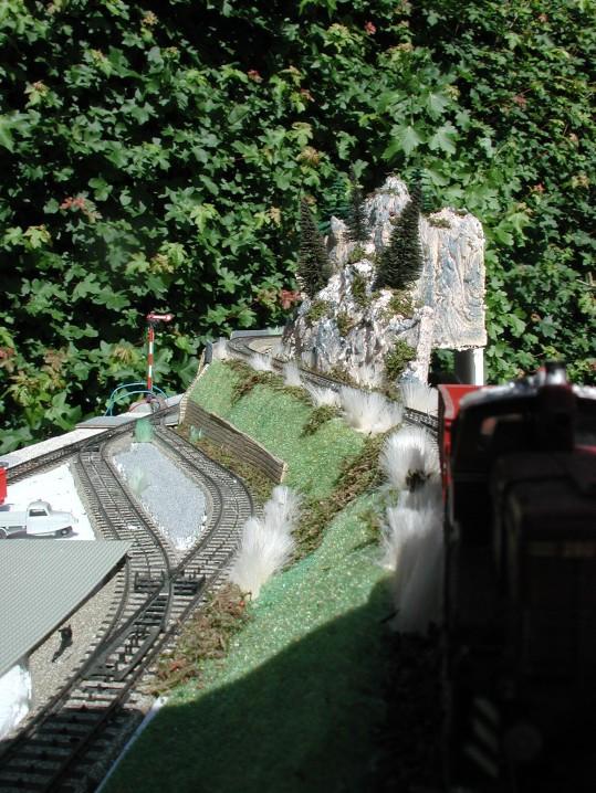 Bahn mit Berg lang